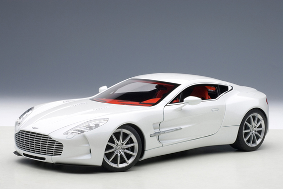Autoart Aston Martin One-77 Morning Frost White