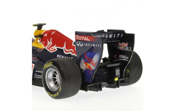 Bild 3 - Red Bull Racing RB7 Mark Webber 2010