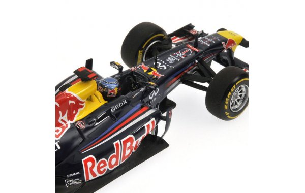 Bild 2 - Red Bull Racing RB7 Sebastian Vettel showcar 2012