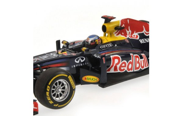 Bild 3 - Red Bull Racing RB7 Sebastian Vettel showcar 2012