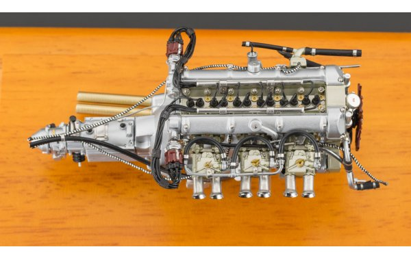 Bild 7 - Aston Martin DB4 GT Zagato 1961 Engine with Showcase