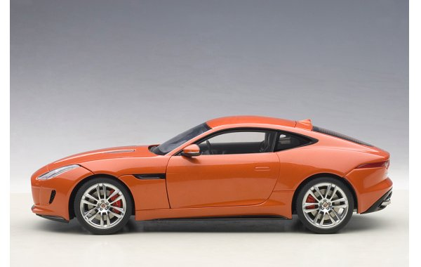 Bild 10 - Jaguar F-Type R Coupe 2015