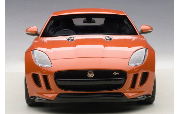 Bild 12 - Jaguar F-Type R Coupe 2015