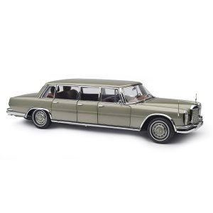 Mercedes-Benz W100 Pullman with sunroof